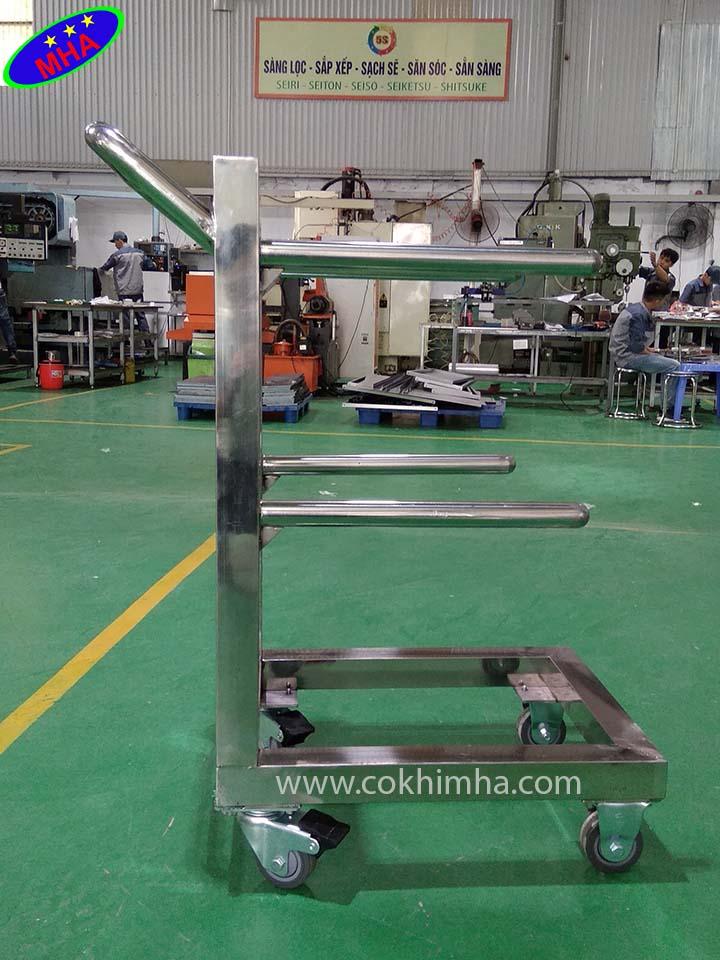 Giá kệ treo dụng cụ thí nghiệm MHA